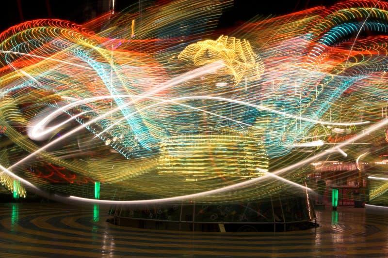 Thrillfahrt an einem Funfair stockfotografie