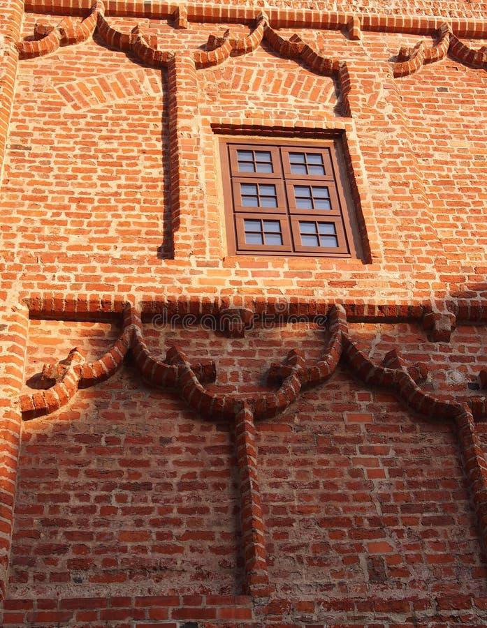 Thtegelstenvägg av den hertigliga slotten av Szczecin royaltyfri fotografi
