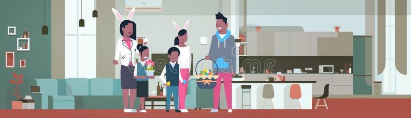 Thuis viert de Frican Amerikaanse Familie Gelukkige Pasen-Vakantieslijtage Bunny Ears In Living Room stock illustratie
