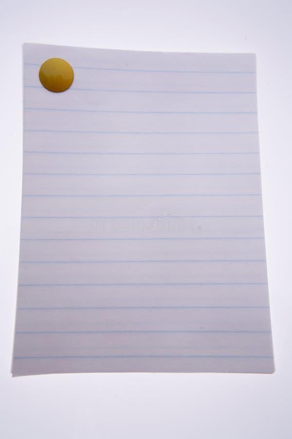 Thumbtack et papier jaunes image libre de droits