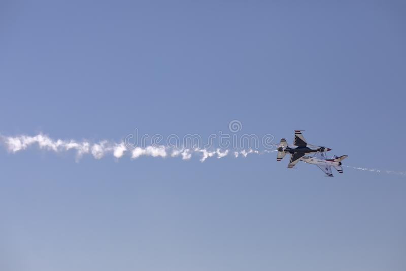 Thunderbird-Kruis over royalty-vrije stock foto's