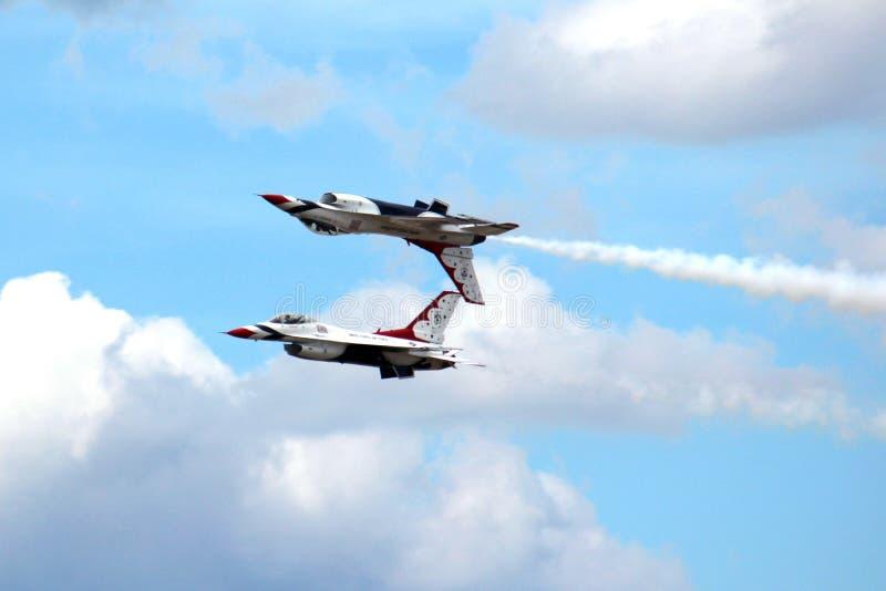 Thunderbirds da força aérea de E.U. na formação próxima fotografia de stock