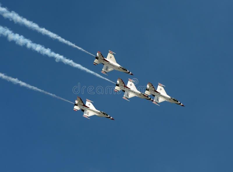 Thunderbirds da força aérea de E.U. no vôo imagens de stock