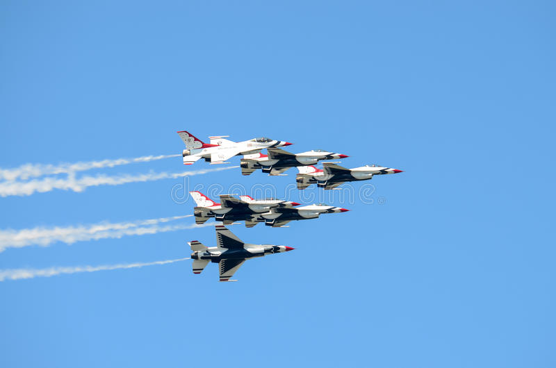 Thunderbirds de l'U.S. Air Force dans la formation photos stock