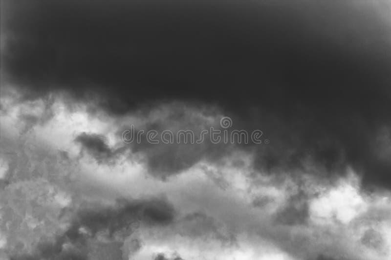 thunderclouds M?rka och dramatiska stormmoln f?r stormen arkivbild