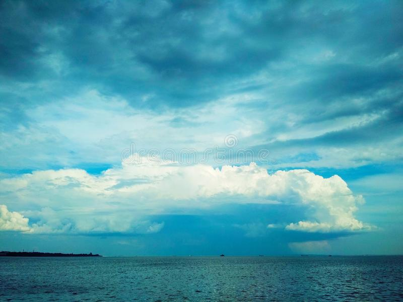 Thunderhead που έρχεται πέρα από το στενό Kerch στοκ εικόνα με δικαίωμα ελεύθερης χρήσης
