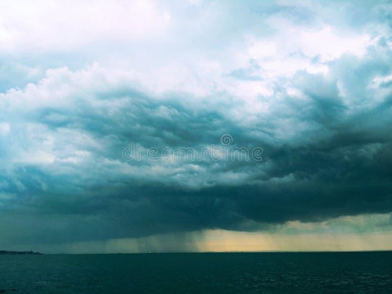 Thunderhead che capita lo stretto di Kerc fotografia stock libera da diritti