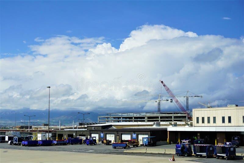 Thunderheads forma nad Salt Lake City lotniskiem obraz stock