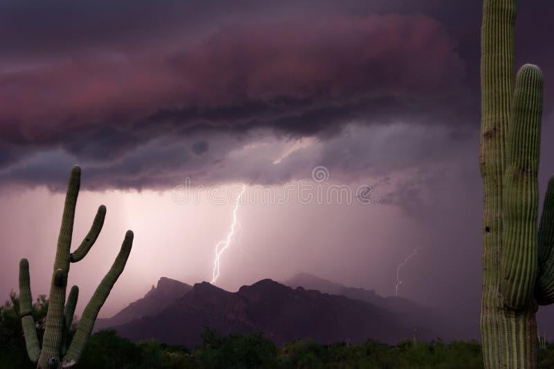 Thundershower do por do sol de Pusch Ridge fotografia de stock
