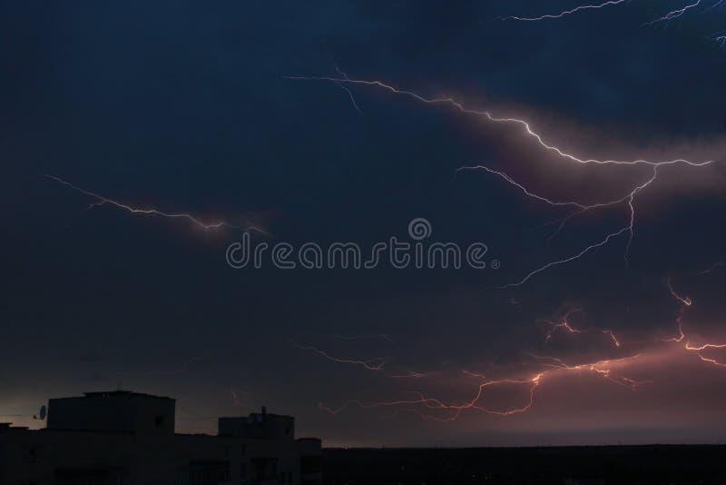 thunderstorm Lampo e tuono Bello cielo immagini stock