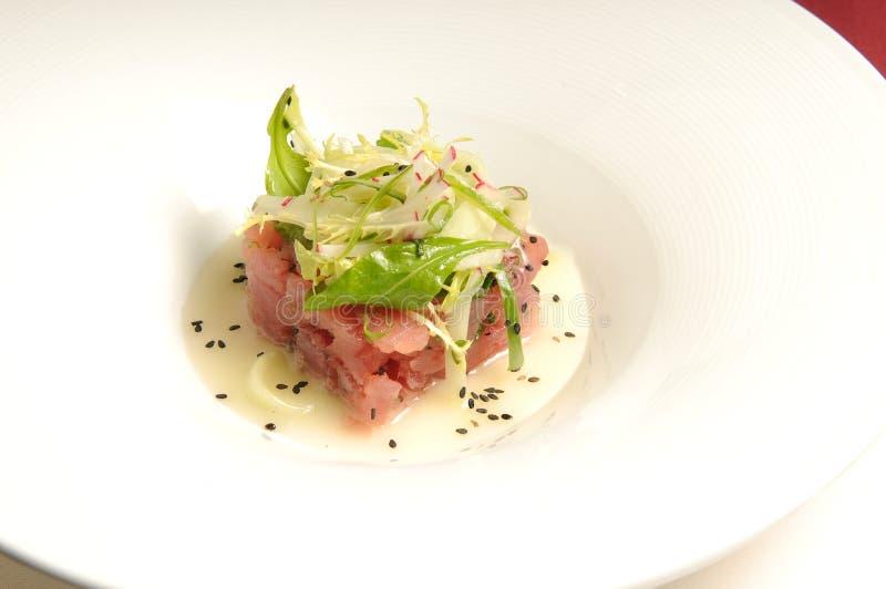 Thunfisch tartare stockbilder