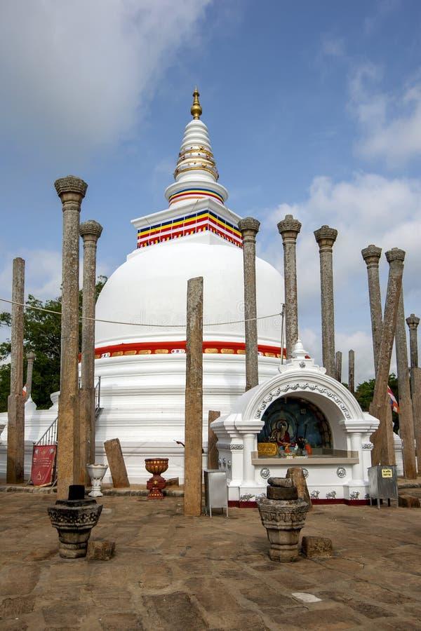Thuparama Dagoba на Anuradhapura самое старое буддийское dagoba в Шри-Ланке стоковое фото