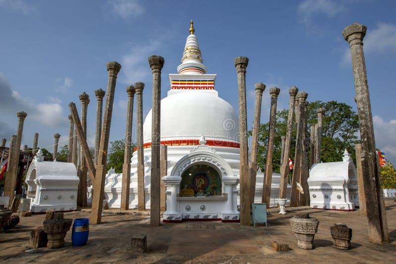 Thuparama Dagoba на Anuradhapura самое старое буддийское dagoba в Шри-Ланке стоковые фотографии rf