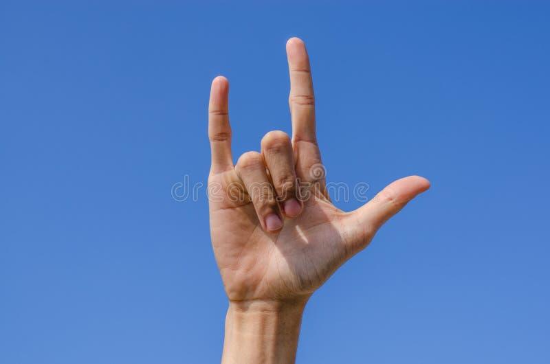 Ti amo segno della mano con cielo blu fotografia stock libera da diritti