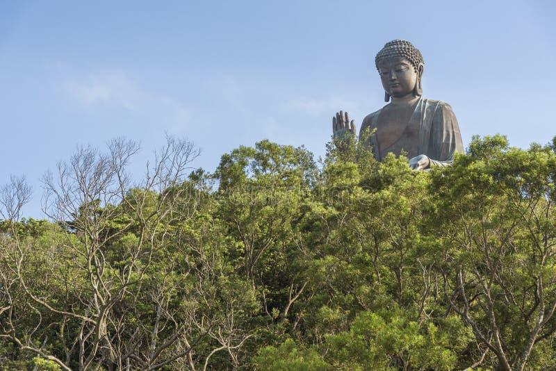 Tian Garbnikuje Buddha statuę w Hong Kong, Chiny fotografia royalty free