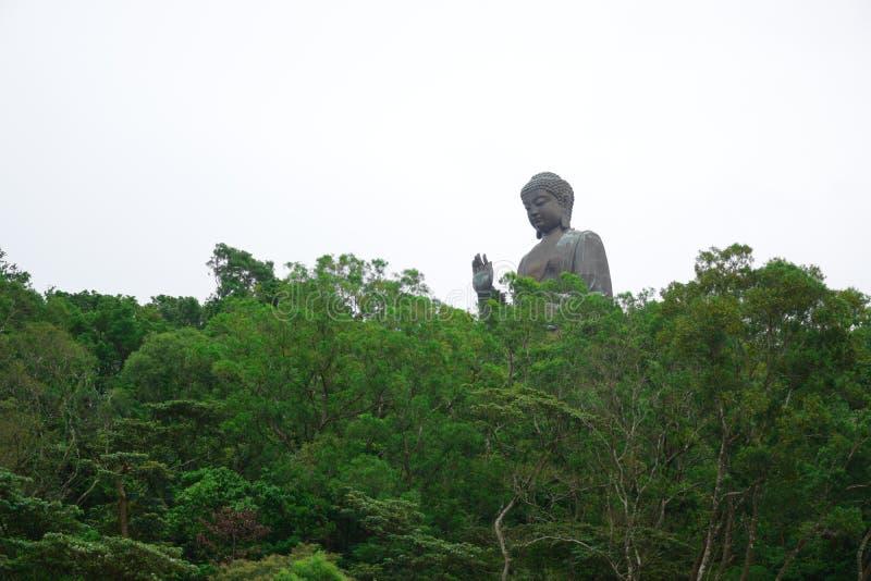 Tian Garbnikuje Buddha statu? na w g?r? g?ry, Ngong ?wista wioska, Lantau wyspa, Hong Kong zdjęcia royalty free