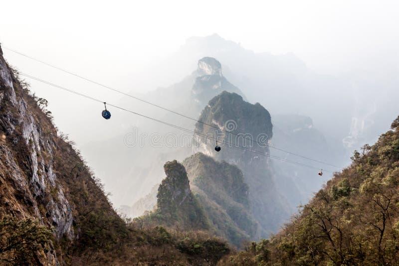 Tian Men Mountains nuvoloso a Zhangjiajie immagini stock libere da diritti
