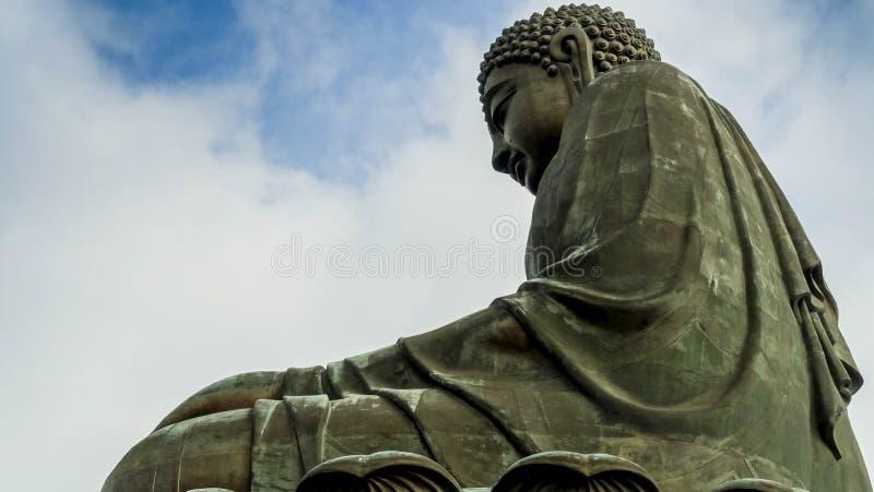 Tian Tan Buddha de debajo fotos de archivo libres de regalías