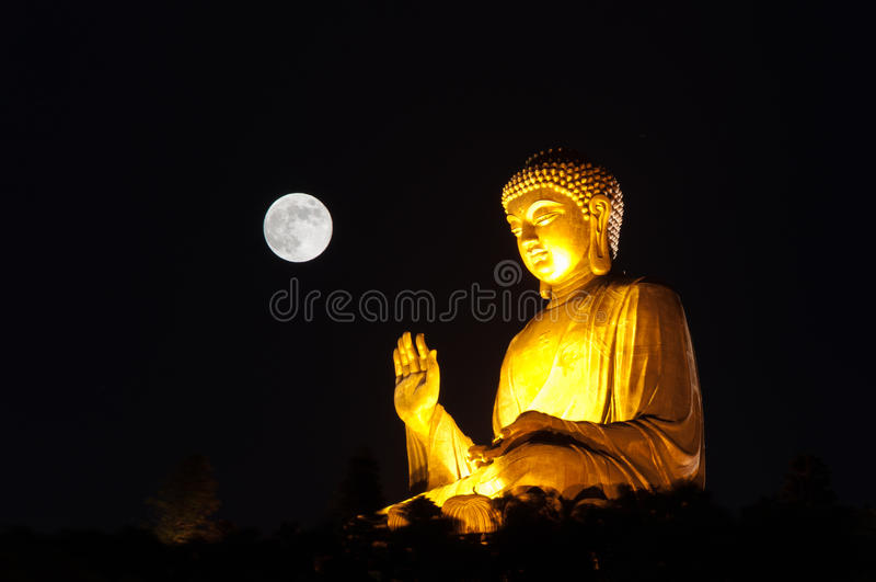 Tian Tan Buddha dorato fotografie stock