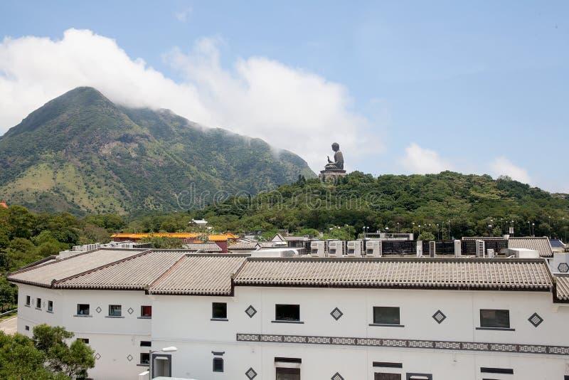 Tian Tan Buddha en Ngong Ping Village imagenes de archivo