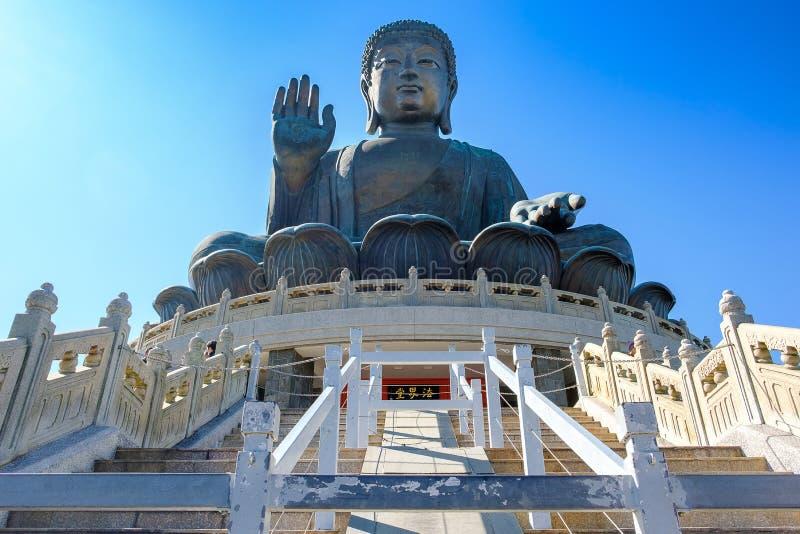 Tian Tan ou a Buda gigante grande são uma grande estátua de bronze situada em Po Lin Monastery em Ngong Ping Lantau Island Marco  imagens de stock royalty free