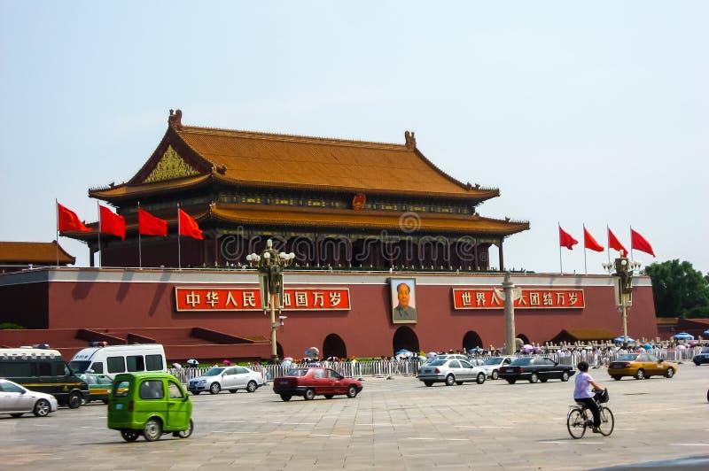 Tiananmen fyrkant på en upptagen dag arkivbilder