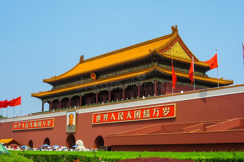 Tiananmen fyrkant på en upptagen dag fotografering för bildbyråer