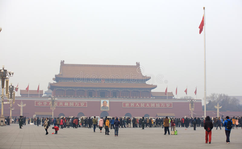 Tiananmen-Tor an einem dunstigen Tag lizenzfreie stockbilder