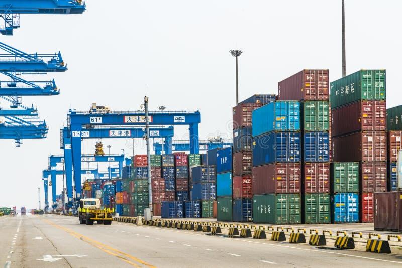 Tianjin China - op 04 Juli, 2016: Scène van Tianjin-de vrachtterminal van de havencontainer royalty-vrije stock afbeelding