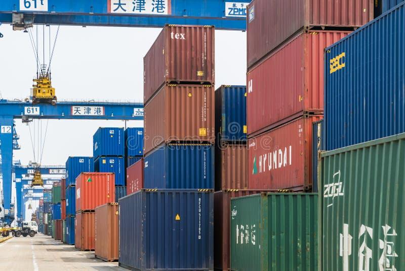 Tianjin Chine - le 4 juillet 2016 : Sc?ne de terminal de fret de conteneur de port de Tianjin image stock