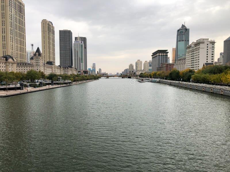 Tianjin pejzaż miejski z Haihe skycrapers i rzeką fotografia stock