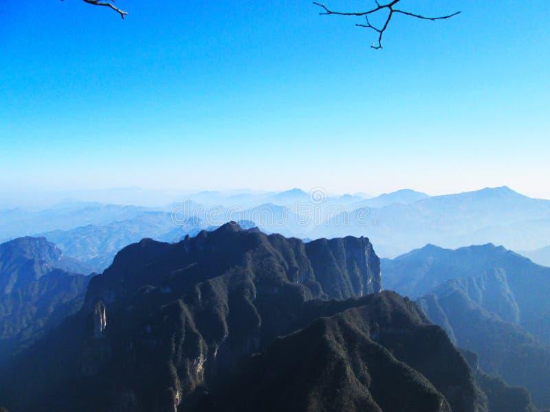 Tianmen-Berg ist ein Berg, der innerhalb des Tianmen-Gebirgsnationalparks, Zhangjiajie, im nordwestlichen Teil von Hunan Provi ge lizenzfreies stockbild