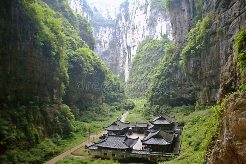 Tiansheng tre bro i Wulong, Chongqing arkivbild