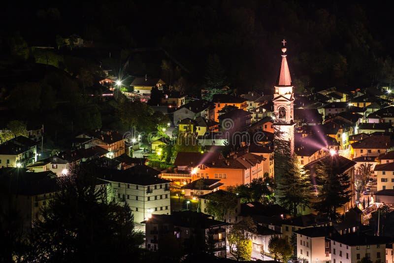 Tiarno di Sotto bis zum Nacht stockfotografie