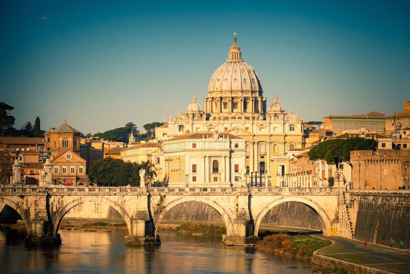 Download Tiber-und Str.-Peters Kathedrale, Rom Stockbild - Bild von gebäude, heiliger: 26369941