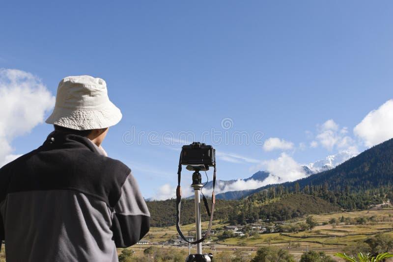 Tibet: fotógrafo no campo foto de stock