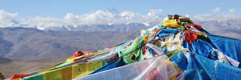 Tibet: Gebetmarkierungsfahnen stockbild