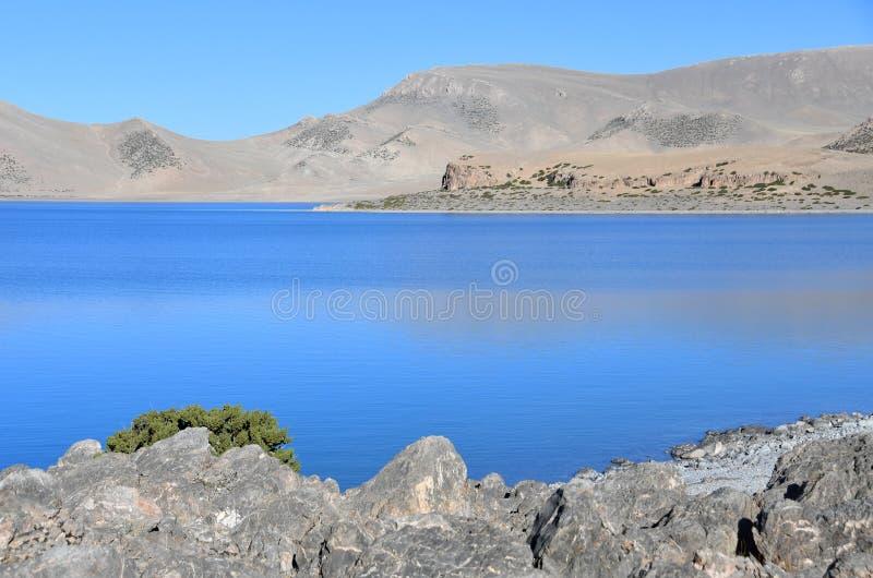 Tibet helig sj? Nam-Tso Nam Tso i sommar, 4718 meter ovanf?r havsniv? placera str?m arkivbilder