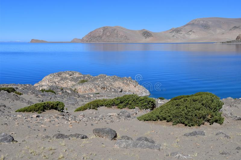Tibet helig sj? Nam-Tso Nam Tso i sommar, 4718 meter ovanf?r havsniv? placera str?m royaltyfria foton