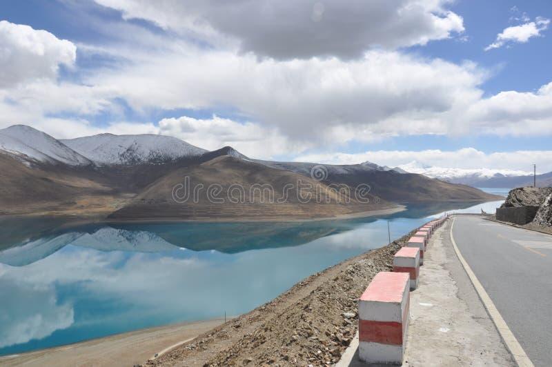 Tibet lake royaltyfri bild