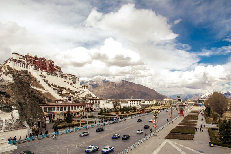 Tibet Potala slott royaltyfri bild