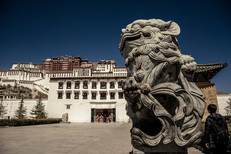 Tibet Potala slott royaltyfri foto