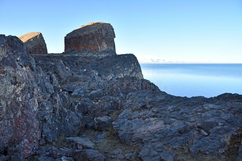 Tibet sjö Nam-Tso Nam Tso i sommar, 4718 meter ovannämnd havsnivå Geoglyph - öronen av hästen placera ström arkivbild