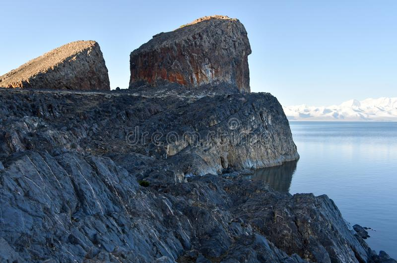 Tibet sj? Nam-Tso Nam Tso i sommar, 4718 meter ovann?mnd havsniv? Geoglyph - ?ronen av h?sten placera str?m arkivfoton