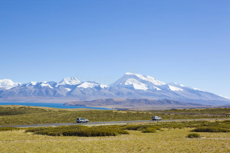 Tibet: SUVs die door onderstelnaimonanyi overgaat stock foto