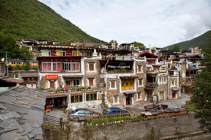 Tibetaans dorp in Sichuan, China royalty-vrije stock afbeeldingen