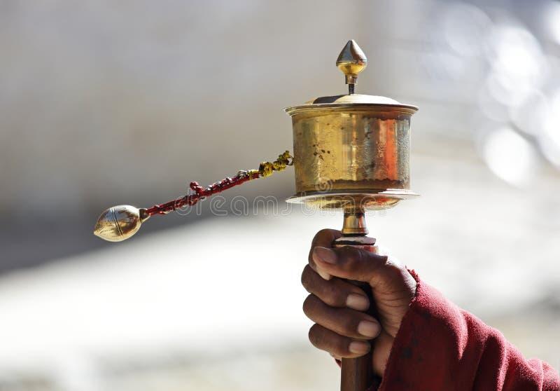 Tibetaans Gebedwiel in de hand stock foto