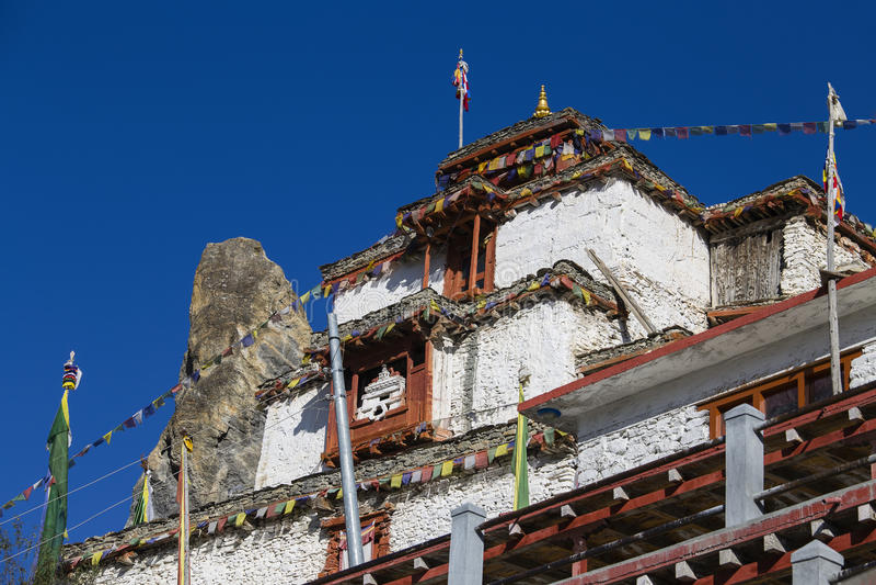 Tibetaans oud klooster in de berg van Himalayagebergte in Manang-dorp Annapurnagebied, Himalayagebergte, Nepal stock afbeelding