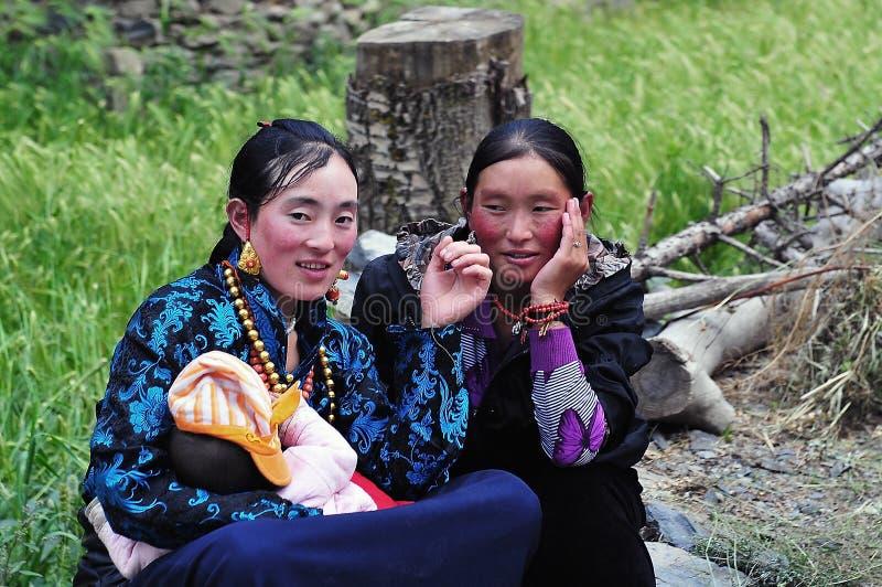 Tibetaanse Moeder en haar baby stock foto's