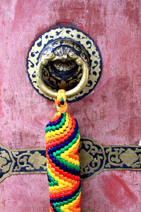 Tibetaanse stijl Chinese knoop als bout en klok stock foto's